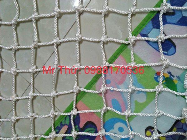 lưới an toàn dù trắng