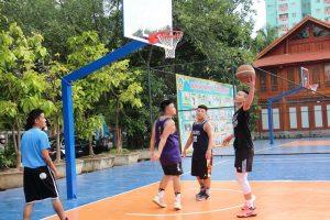 sân bóng rổ tại trường hoa hướng dương